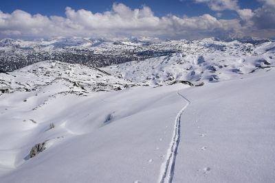 Einsame Schiwanderung in den Weiten des Toten Gebirges