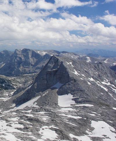Von Norden: Vom Schermberg aus gesehen. Hier erkennt man gut das Aufstiegsgebiet in der rechten Bildhälfte.
