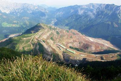 Blick vom Rössel auf den Erzberg