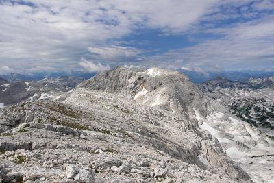 Am Gipfelplateau des Temlberg mit Blick zum Feuertalberg