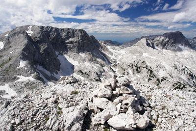 Von Süden: Vom Bösenbühel aus gesehen. Feuertalberg (links) und Temlberg (rechts)