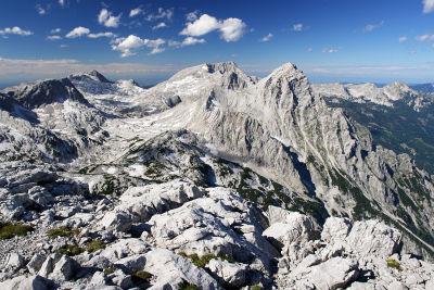 Die Gipfelnachbarn des Temlberg (ganz links)