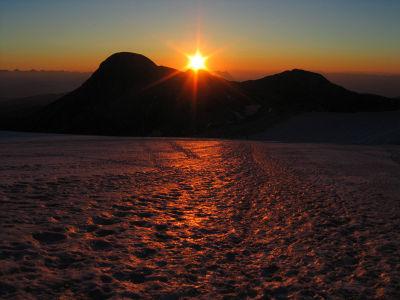 Sonnenaufgang über dem Hohen Gjaidstein am Dachsteingletscher