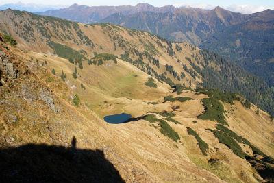 Tiefblick zum See im Steinkar