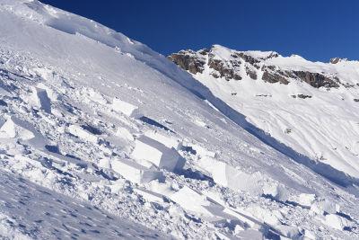 Schneebrett bei der Abfahrt