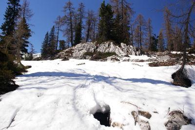 Tückische Felsspalten unter der instabilen Schneedecke