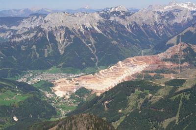 Tiefblick vom Stadelstein zum Erzberg