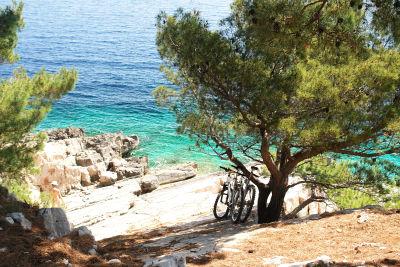 Mit dem Rad zur einsamen Bucht