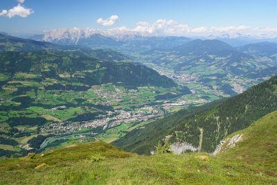 Tiefblick auf Schwarzach-St. Veit im Pongau