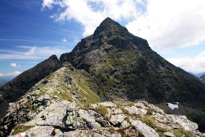 Der finstere, steile Gipfelaufbau der Hochwildstelle