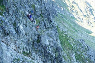 """""""Stau"""" in der Felswand am Dreisteckengrat"""