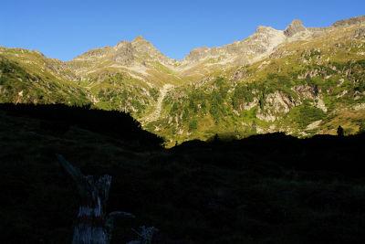 Noch mehr als 900 Höhenmeter von der Hinteren Striegleralm auf Windschnurspitze (links) und Predigtstuhl (rechts)