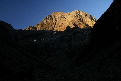 In der Morgendämmerung zur Hochgolling-Nordwand