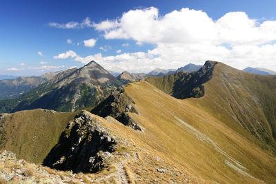 Blick vom Geierkogel über den Grat zum Sonntagkogel (rechts). Links hinten der Große Grießstein.