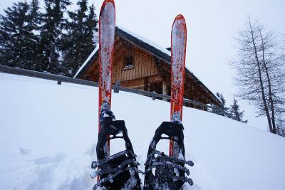 Mit Tourenschi und Schneeschuhen bei der Schneetalhütte