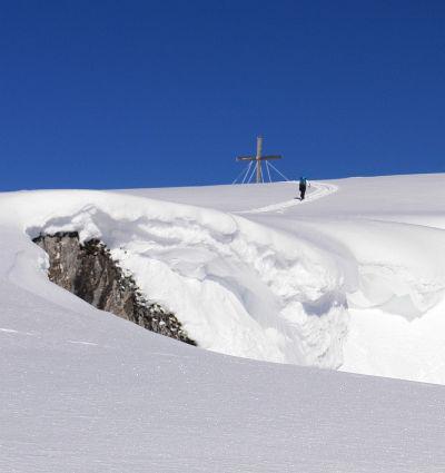 Ingrid auf den letzten Metern zum eisig umwindeten Gipfel