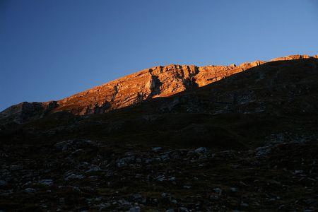 Die aufgehende Morgensonne erreicht die Lungauer Kalkspitze