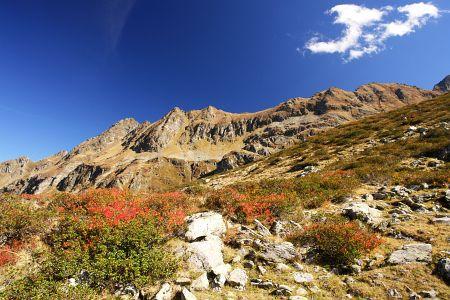 Leuchtende Herbstfarben beim Abstieg zum Giglachsee