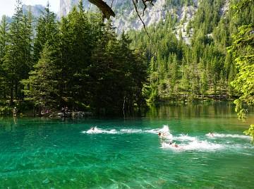 Badevergnügen im Grünen See bei Tragöß