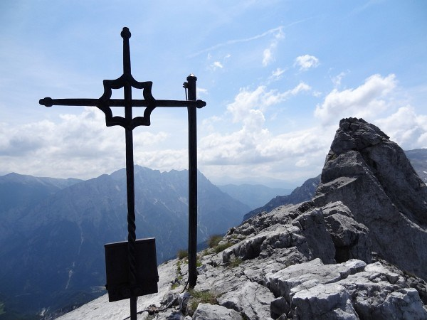 Beim Gipfelkreuz am Kleinen Buchstein