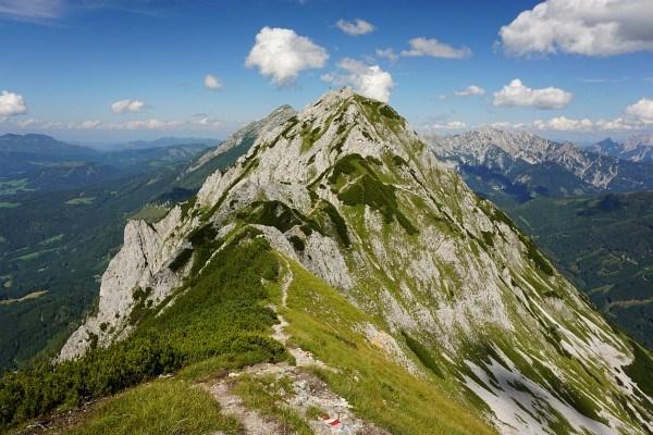 Vom Kitzstein zum Bosruck umgeht man die Gratfelsen auf südseitigen Schrofenhängen