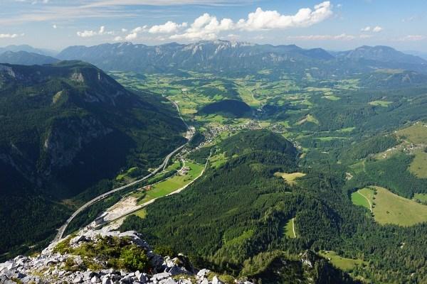 Pyhrn-Priel-Region zwischen Spital am Pyhrn, Windischgarsten und Roßleithen. Im Hintergrund das Sengsengebirge.