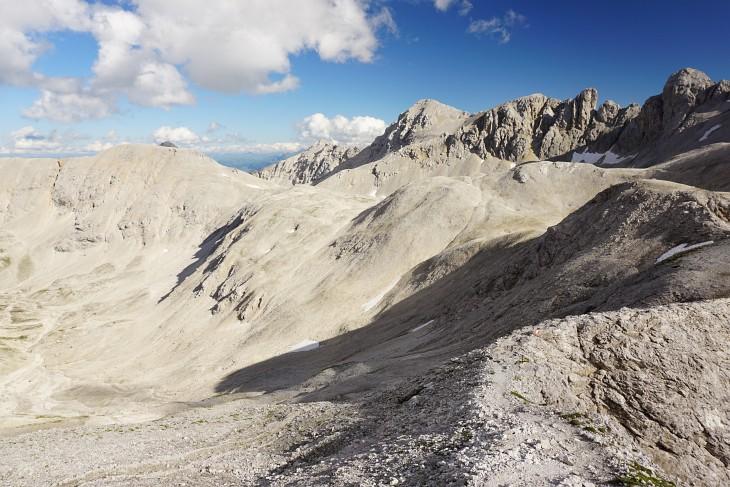 Tolle Landschaft zwischen Landfriedstein und Scheichenspitze (Mitte) - rechts der Gratverlauf des Ramsauer Klettersteigs