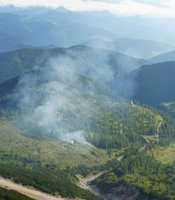 Beissender Rauch zieht aus Richtung Austriahütte herauf