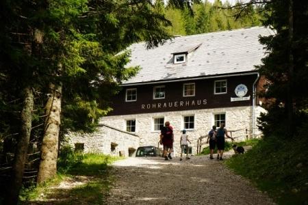 Wie bei der Bosruckhütte finden sich auch beim Rohrauerhaus zahlreiche Gäste ein