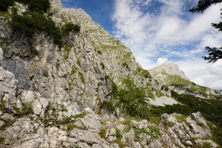 Der Hofersteig wird zunehmend felsiger - beste Ausblicke zum benachbarten Scheiblingstein