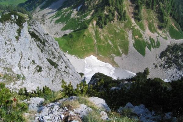 Gamssteinsattel-Abstieg - Beim Schneefeld ist es geschafft