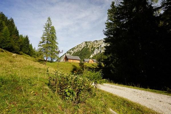 Die ersten Hütten der Langpoltenalm