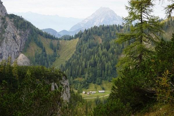 Tiefblick vom Hochtor zur Langpoltenalm