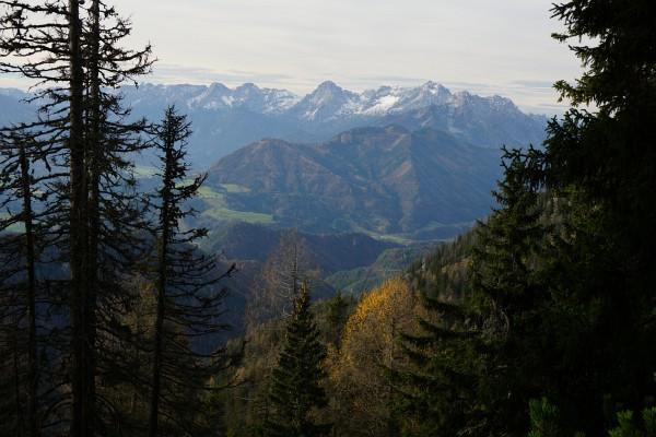 Ausblick zum Toten Gebirge: Spitzmauer und Großer Priel