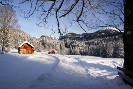 Wir folgen dem Winterwanderweg ...