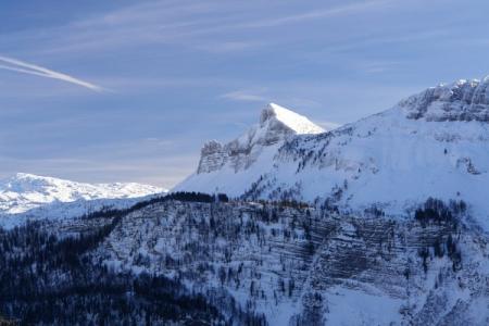 Zoomblick zum markanten Bräuningzinken. Dahinter das weitläufige Hochplateau des Toten Gebirges.
