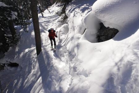 Bei der Fels-Engstelle - eigentlich die einzige Schlüsselstelle der Tour - heute gibt es hier aber gute Schneeverhältnisse.