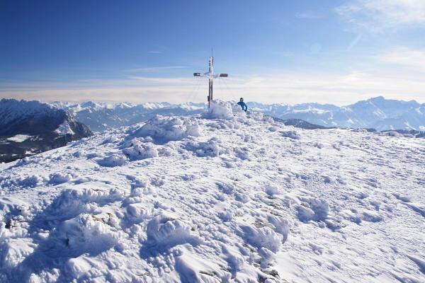 Beim morgendlichen Start zeigte das Thermometer -16° Celsius. In der Sonne war es aber weitgehend angenehm. Lediglich am Gipfel blies leichter Wind - aber bei weitem nicht so schlimm, wie wir es schon etliche Male erlebt hatten.