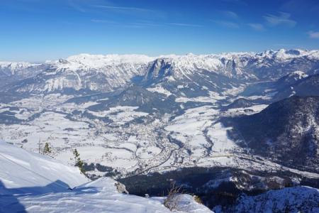 Großartige Tiefblicke über das Ausseer Land. Links der Altausseer See und rechts der Grundlsee.