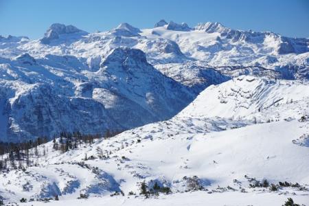 ... Zoomblick über den Gletscher zum hohen Dachstein.