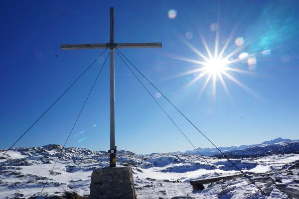 Kurz nach dem Heilbronner Kreuz legen wir die Felle an. Es geht immer der Sonne entegegen.