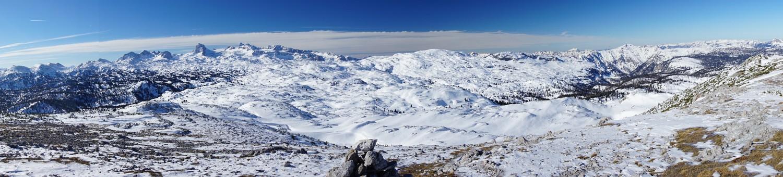 Panoramablick vom Hirzberg zu Dachstein und Krippenstein (Klick zur Vergrößerung)