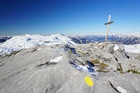 ... zum Gipfelkreuz am Niederen Rumpler.