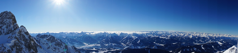 Ausblick von der Dachsteinwartehütte in die Niederen und Hohen Tauern (Klick zur Vergrößerung)