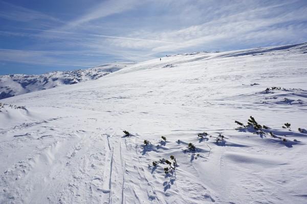Am weiten Gipfelplateau wird es windig und frisch