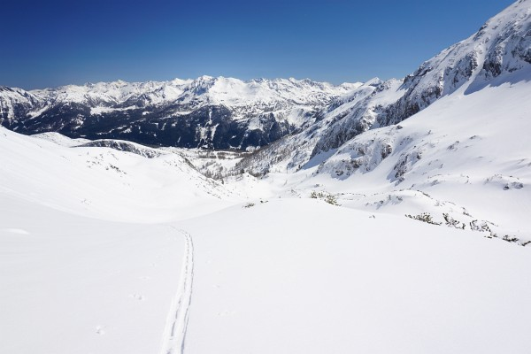 Blick zurück beim Aufstieg durch das Schneekar