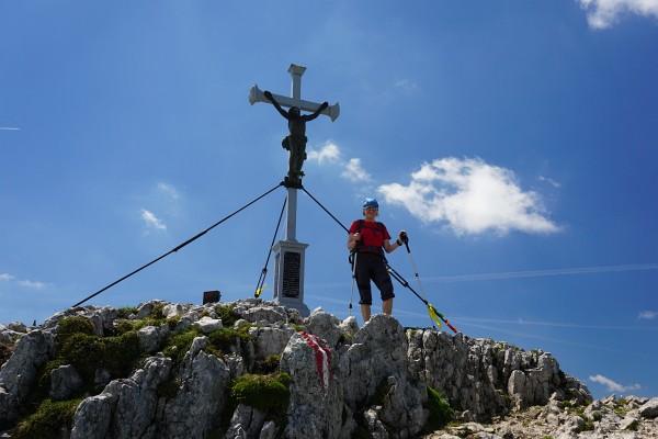 Ingrid beim Gipfelkreuz am Dürrenstein (1.878)