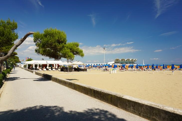 Ausgedehnte Spaziergänge am Strand von Lignano