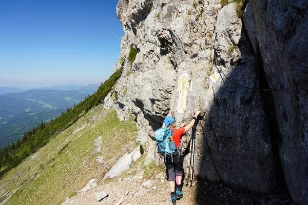 Ingrid beim Felseinstieg