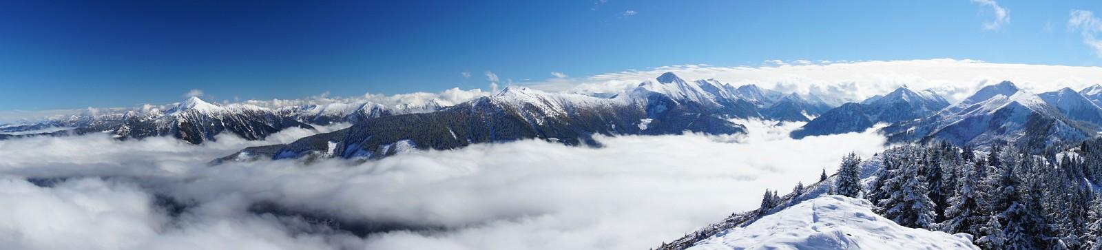 Blick über das Kleinsölktal. Gumpeneck (links) und Großer Knallstein überragen ihre Gipfel-Nachbarn (Klick zur Vergrößerung)